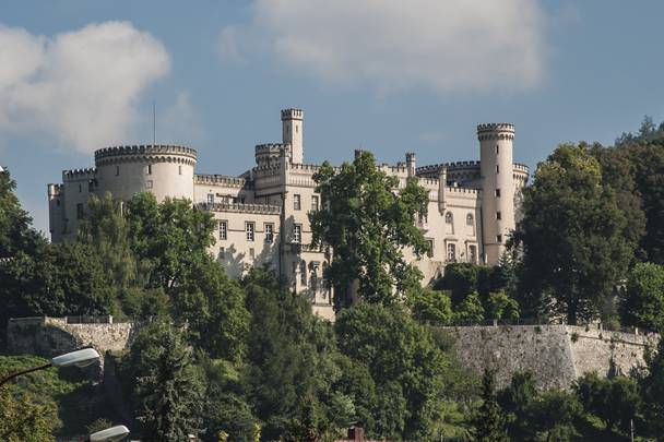 <p>Die Bezirksstadt des Lavanttales ist aufgrund der historischen Altstadt sehenswert. Kulturinteressierte können, das majestätisch über der Stadt gelegene Schloss Wolfsberg, bestaunen.</p>