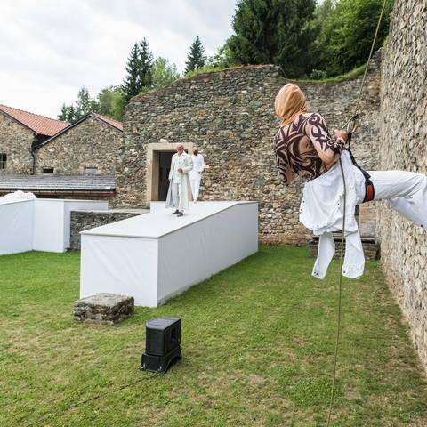 """Griechische Tragödie zwischen Römersteinen: """"Antigone"""""""