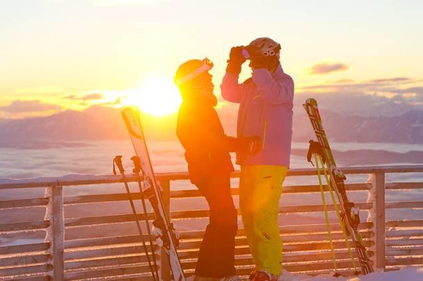 Skifahren auf der Gerlitzen Alpe bei stimmungsvollem Sonnenlicht