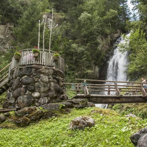 <p>Großkirchheim in der Nationalpark-Region Hohe Tauern liegt inmitten der größten Naturschutzgebiete Mitteleuropas. Der Gartlwasserfall ist ein sehenswertes Naturschauspiel.</p>